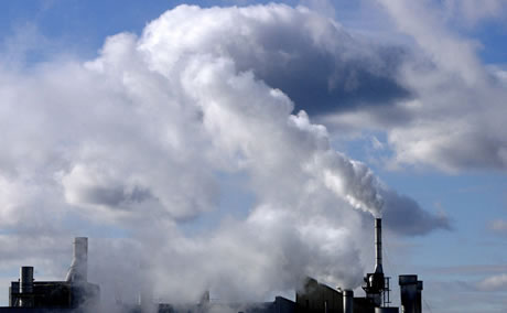 Gas emissions at a manufacturing complex in Toronto, Canada.  Photo by Kibae Park, United Nations
