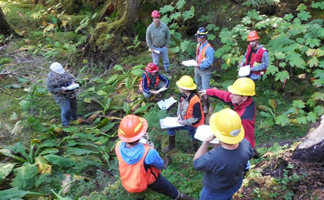 Pam Edwards provides National Best Management Practices Training to USDA Forest Service employees.  Photo by USDA Forest Service