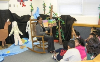 FS employee reads to students